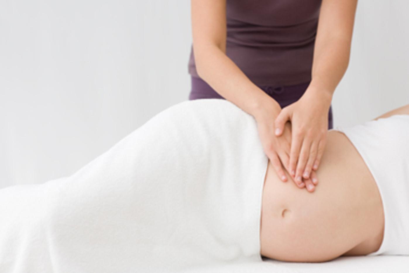 Bí quyết khắc phục tình trạng bầu 3 tháng bị đau lưng