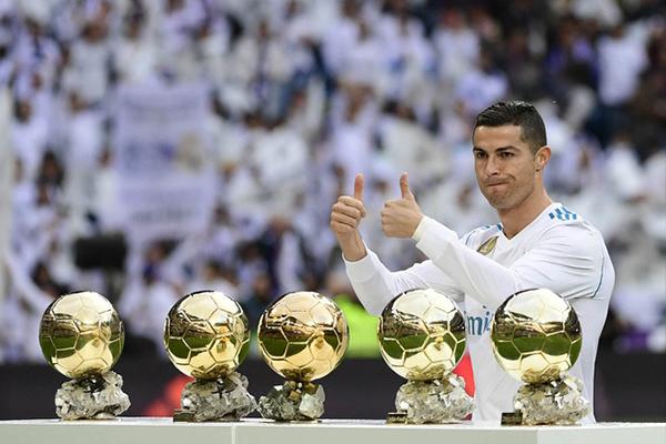 Ronaldo-lien-tiep-nhieu-nam-dat-giai-qua-bong-vang